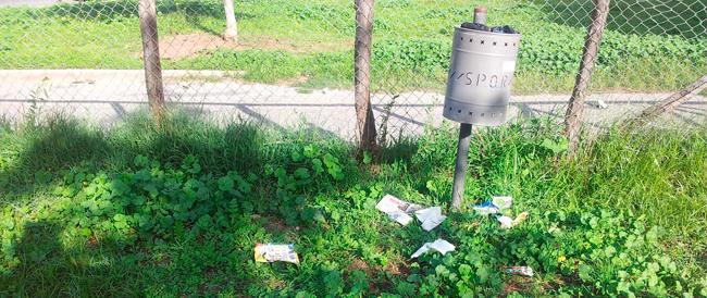 """Degrado a Roma: Marino trascura le aeree gioco dei bambini? I genitori si improvvisano spazzini """"fai da te"""""""