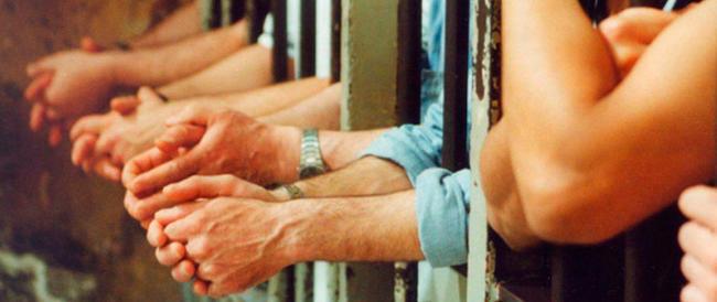 Rissa nel carcere di Bologna: venti tunisini aggrediscono gli agenti a colpi di bastone