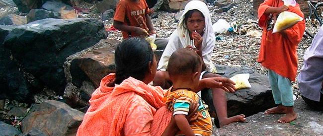 India: il governo gli restituisce i soldi. Non si trova l'indiano più povero