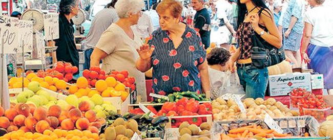 Esplode la crisi del commercio e del turismo: gli italiani consumano sempre meno