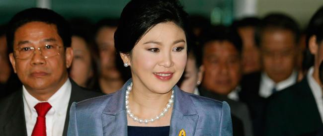 La Corte costituzionale di Bangkok rimuove la premier Thaksin Shinawatra per abuso di potere