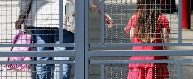 Botte ai bambini e bestemmie in libertà: arrestata la direttrice di un asilo nido milanese