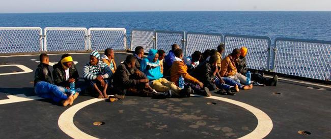 Sull'immigrazione Alfano cerca di recuperare e alza i toni: rovesceremo il tavolo addosso all'Europa