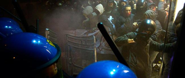 Asse tra terroristi greci e No-Tav? La strana rivendicazione a Torino di un attentato in Grecia