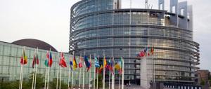 Euroscettici in difficoltà per formare un gruppo a Strasburgo: al via le consultazioni tra Fn e Lega