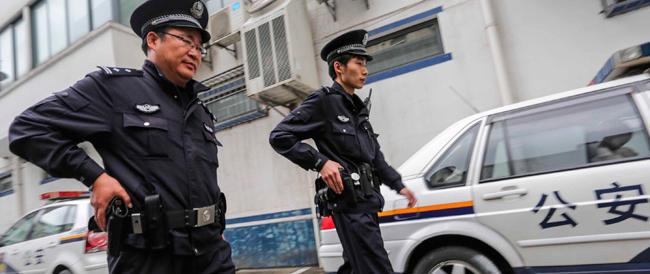 Poliziotti cinesi a Parigi per proteggere i loro connazionali dai borseggiatori