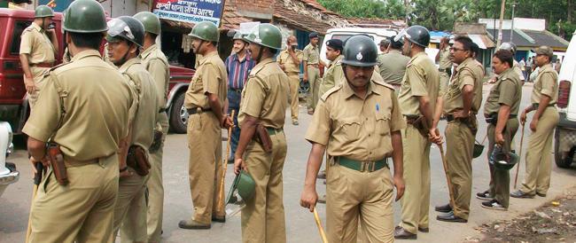 Nell'India che ci vuole dare lezioni di civiltà stuprate e impiccate due bambine da una banda di poliziotti