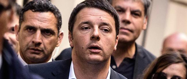 L'ultimo show di Renzi è amaro: Piazza del Popolo non si riempie e c'è anche chi lo contesta