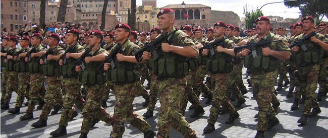 Renzi annuncia il nuovo servizio civile. Ma così non si riscopre il senso della Patria