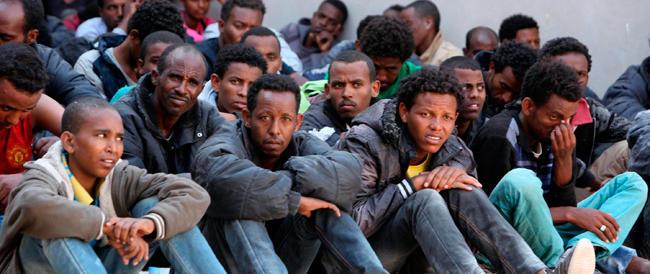 Strage di migranti: 206 sopravvissuti, 17 i corpi recuperati. La procura di Catania indaga. Tutti contro Bruxelles: l'Europa se ne frega