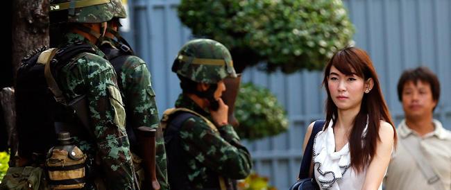 Thailandia, golpe militare: sospesa la Costituzione, arrestati esponenti politici, oscurate le tv