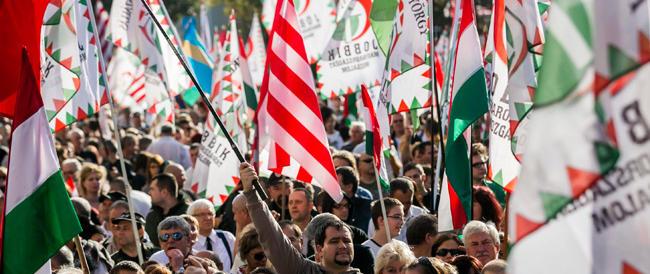 """Ungheria, ora Jobbik fa paura: eurodeputato accusato di """"spionaggio"""" in favore di …Mosca"""
