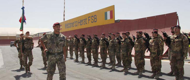 """""""Dimonios"""", il celebre inno della Sassari, scalda i cuori dei militari italiani in Afghanistan"""