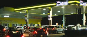 Governo che viene, benzina che sale. Tutto sbagliato, le casse piangono