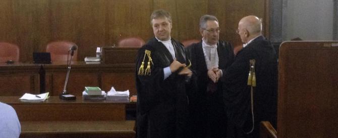 Caso Ruby: no alle tv in aula, mentre slitta il processo al giudice che condannò Berlusconi (è malato)