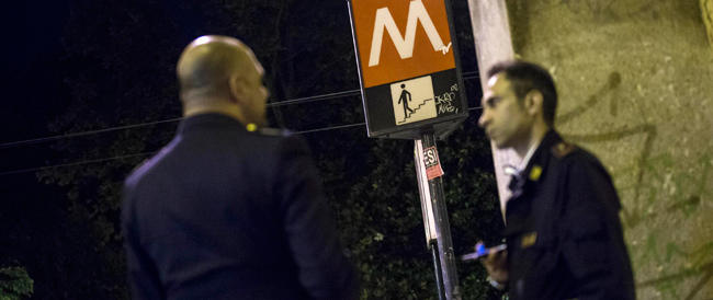 Roma, è morto il moldavo trovato agonizzante nella stazione del metro. Non è stato pestato, sarebbe caduto dalla scala mobile