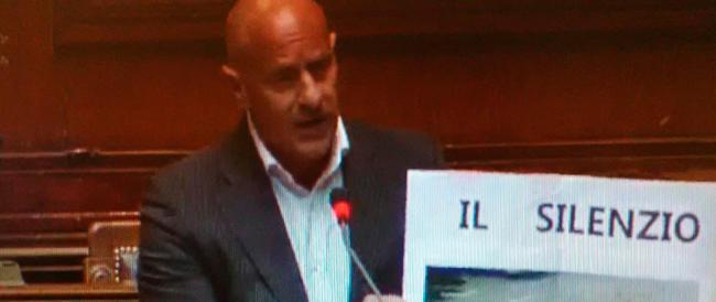 Rampelli, uno striscione alla Camera per ricordare piazza Tienanmen. «Solo in Italia è caduto l'oblio»