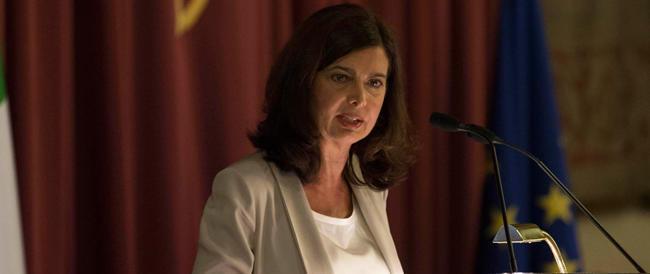 La Boldrini dà forfait al convegno su Almirante: troppo indaffarata. Però ha concesso la sala, che brava…