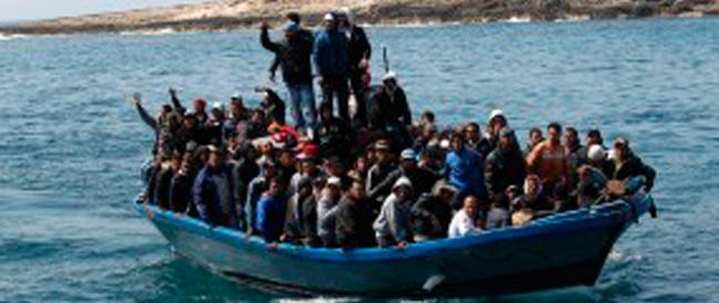 """Trenta migranti morti per asfissia in un barcone sovraccarico. Gasparri: ora basta con """"Mare nostrum"""""""