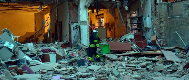 Foggia, per il gas crolla una palazzina nella notte: due morti. I tecnici avevano assicurato: nessun problema
