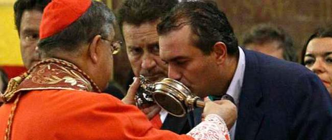 Nozze gay: stavolta ci prova il sindaco di Napoli. E il cardinale Sepe lo mette al tappeto