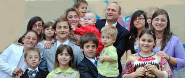Nozze gay: Italia divisa a metà. Ma è plebiscito contro le adozioni