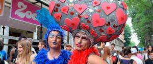 """I sindaci di sinistra tutti in prima fila ai Gay pride. Sorrisi e """"promesse di matrimonio"""""""