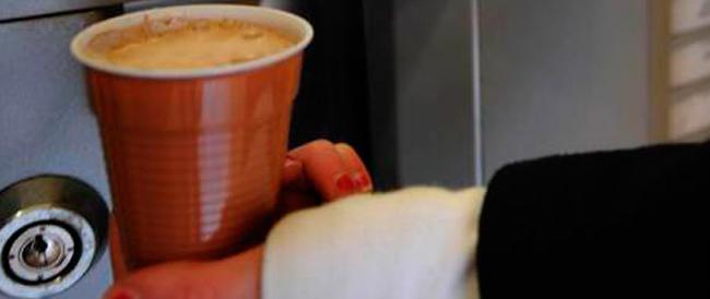 A Montecitorio i grillini fanno pure la guerra del caffè: «Vietato offrirlo a tutti»