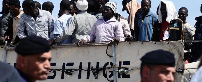 Dalla Libia pronta l'invasione della Sicilia: in migliaia attendono di partire. E i centri italiani sono al collasso