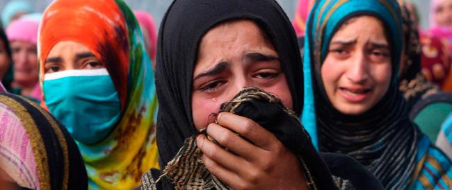 India, l'ennesimo orrore: voleva un maschio, uomo d'affari uccide figlia e moglie a Nuova Delhi