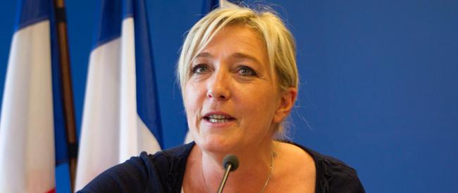 I francesi vogliono all'Eliseo Juppé o Marine Le Pen. Hollande in caduta libera
