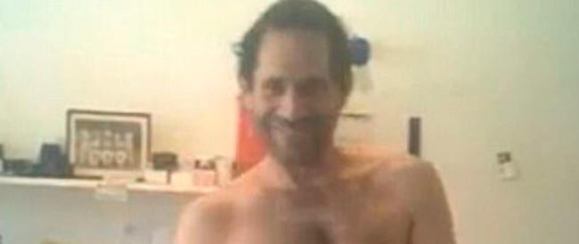 L'ultima follia di Dov Charney: balla nudo in un video l'ex ad di American Apparel licenziato per molestie