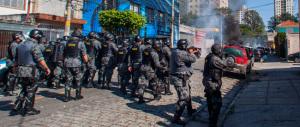 Scontri e tafferugli prima della festa: mondiale carioca tra speranze e contraddizioni
