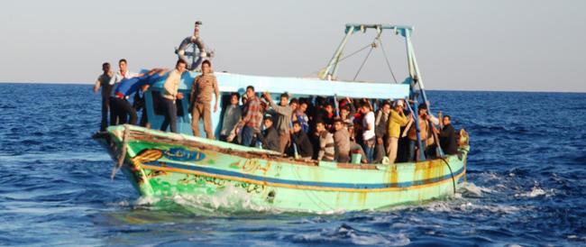 30 euro al giorno a chi ospita un immigrato? FdI e Lega sul piede di guerra. E Alfano tace
