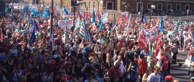 I dipendenti di Marino gridano: dignità. Anche i vigili incrociano le braccia, Roma nel caos