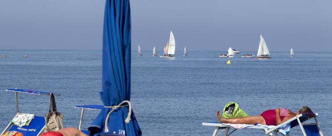Proibitiva anche una sola giornata al mare: 85 euro per una famiglia di quattro persone