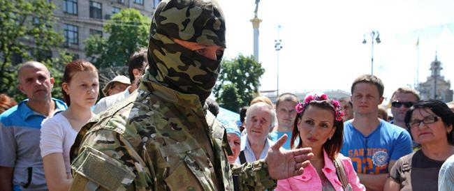 Furiosi combattimenti in Ucraina, da Kiev Poroshenko telefona a Putin: «Fermiamo la crisi»