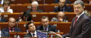 """Ucraina in fiamme, la Ue """"benedice"""" Kiev con un accordo di associazione in chiave antirussa"""