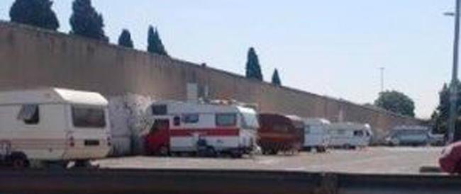 """Roma, nell'era Marino i nomadi possono fare """"camping"""" abusivo anche al Verano"""