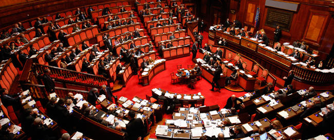 Su Gentiloni gli strali dell'opposizione: «Ha rivendicato meriti inesistenti»