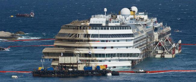 Il rigalleggiamento è completato e la Concordia è pronta per l'ultimo viaggio. Gabrielli: «Si parte il 22 luglio»