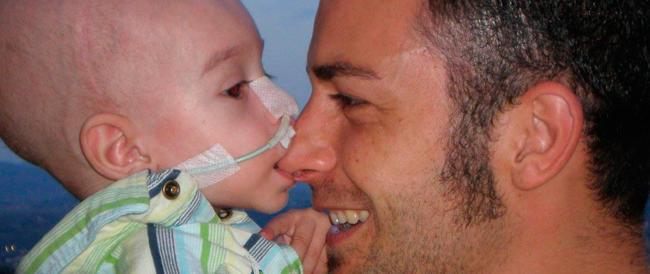Taranto, è morto di tumore il piccolo Lorenzo. Il padre accusa i fumi dell'Ilva