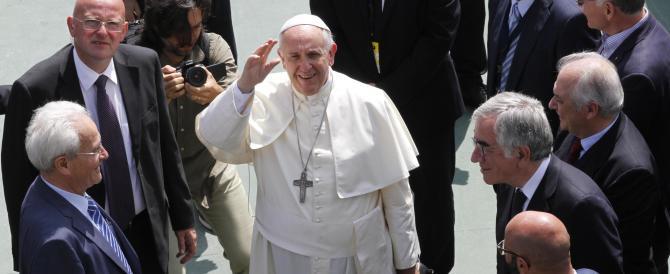 Nella sua seconda visita a Caserta il Papa tende la mano al pastore protestante