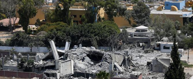 Bagno di sangue a Gaza City: salgono a oltre 1100 i morti palestinesi. Colpita l'unica centrale elettrica, più di 200mila gli sfollati