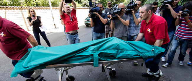 I killer di Fanella ripresi in fuga da una telecamera mentre abbandonano l'auto