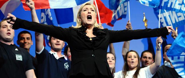 """Marine Le Pen """"stende"""" Renzi: «Io sono come San Tommaso, finché non vedo non credo…»"""