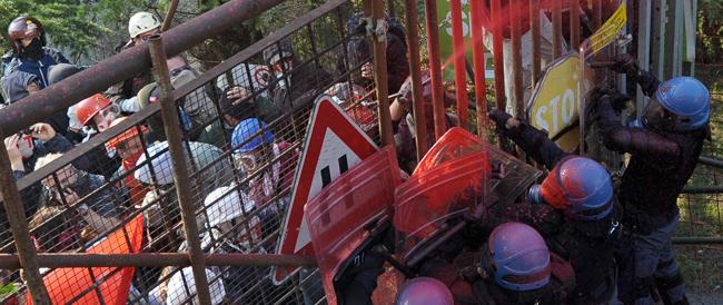In manette tre anarchici per l'assalto al cantiere Tav: fra le accuse ipotizzate anche il terrorismo