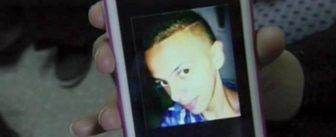 Tensione e scontri violenti ai funerali del ragazzo palestinese ucciso: «Vogliamo giustizia»