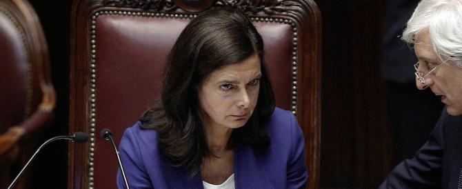 Tagli agli stipendi dei dipendenti della Camera, protesta a Montecitorio: la Boldrini nel mirino