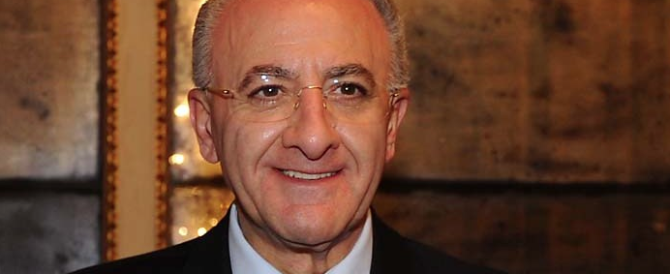 La clamorosa gaffe del sindaco De Luca: su Fb piange la morte dell'amico architetto, che però è ancora vivo